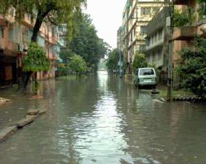 Even though many people hate it, one of my most striking memories from childhood is the infamous water-logging of Lake Town in the rainy seasons