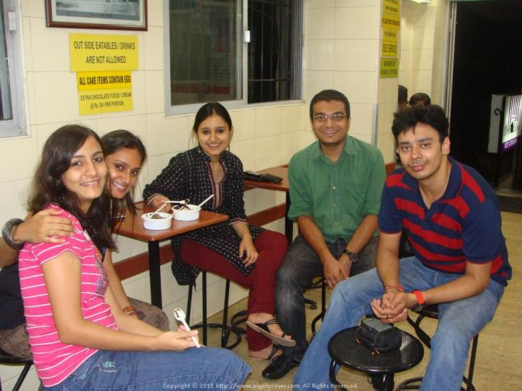 Having Choco-Nut-Sundae-Without-Nuts with Tanu, Kakoli, Shubhi & her Ashiq @ Corner House, Bangalore