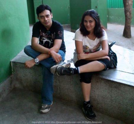Looks like teenage romance... That's what it is outside Alipur Zoo Kolkata